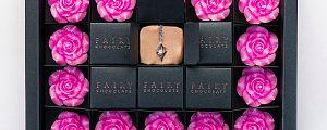 Zapeljivi paket presenečenja z nakitom
